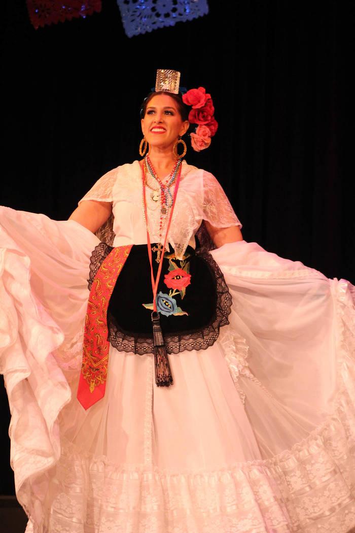 La maestra Jacquelyn Guzmán, fundó Sol Huasteco en el año 2012. Sábado 23 de febrero de 2019 en el teatro Winchester. Foto Cristian De la Rosa / El Tiempo - Contribuidor.