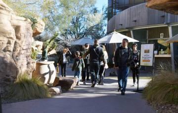 La población del Sur de Nevada ha crecido de 25,551 en los 50's, a casi tres millones en la actualidad, y las necesidades de abastecerse de agua potable también han crecido de manera dramátic ...