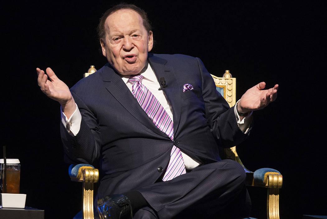 El presidente y CEO de Las Vegas Sands Corp., Sheldon Adelson, habla durante una conferencia de prensa antes de la inauguración de su nuevo resort, Parisian, el martes 13 de septiembre de 2016 en ...
