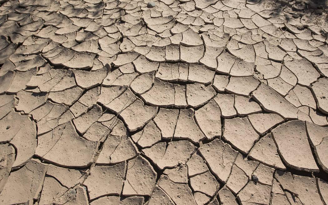 Barro seco y agrietado en la difunta Echo Bay Marina en Lake Mead National Recreation el jueves 27 de septiembre de 2018. Richard Brian Las Vegas Review-Journal @vegasphotograph