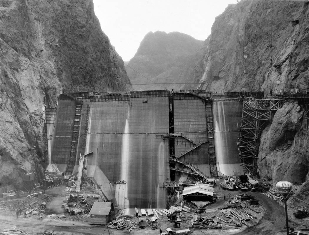 Construcción de la base de la presa Hoover. (Colecciones especiales de la UNLV)