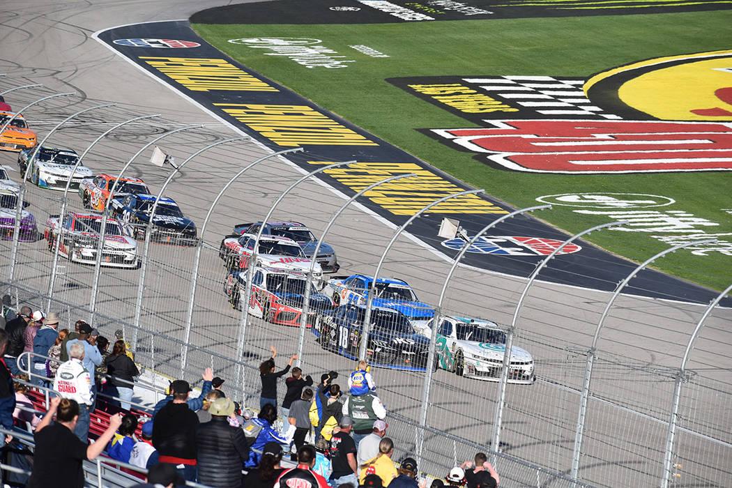 El automóvil Chevrolet, conducido por Joey Gase (35) se impactó con el #90 de Donald Theetge y ambos tuvieron que abandonar la carrera. Sábado 2 de marzo de 2019 en Las Vegas Motor Speedway. Fo ...