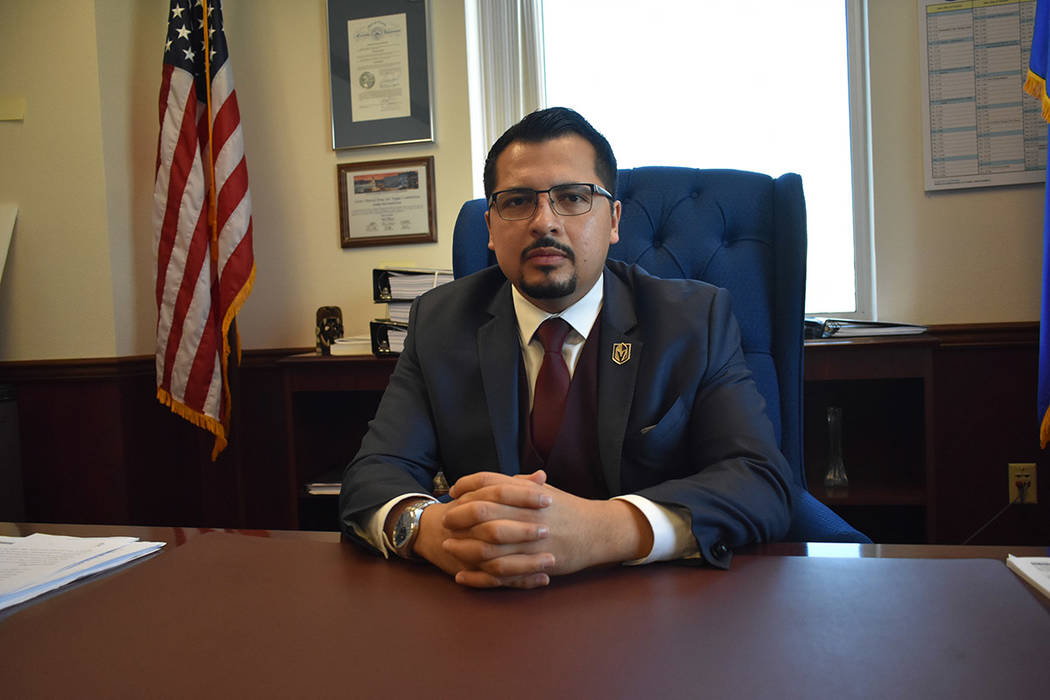 El asambleísta Edgar Flores se encuentra impulsando iniciativas que repercuten a la comunidad hispana. Lunes 18 de febrero de 2019 en la Legislatura de Nevada, en Carson City. Foto Anthony Avella ...
