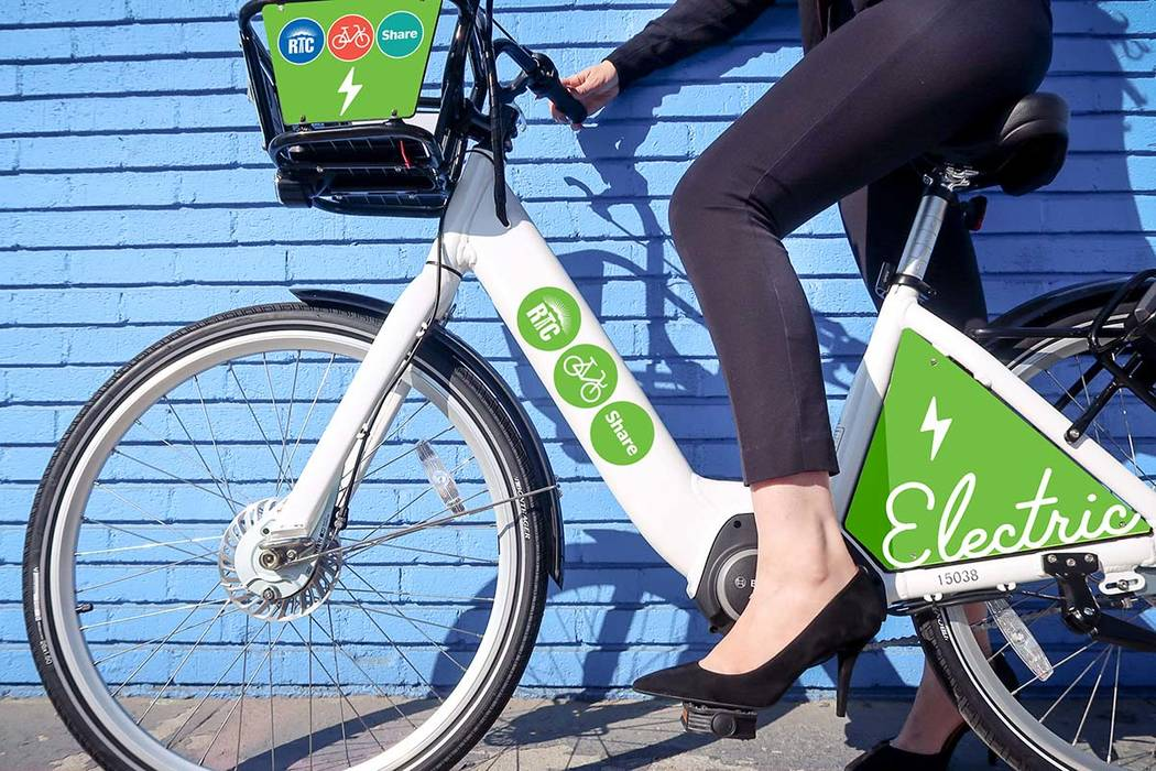 Cinco bicicletas de asistencia con pedales eléctricos se presentaron a la flota de bicicletas compartidas de la Comisión Regional de Transporte del Sur de Nevada el lunes, comenzando una prueba ...