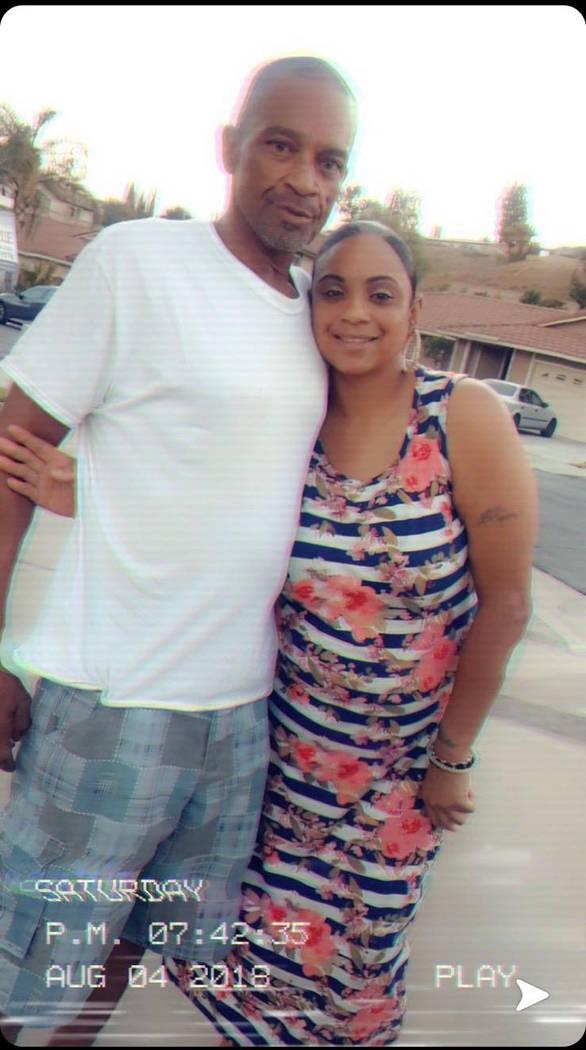 Roy Scott y su hija Rochelle Scott se muestran en esta foto sin fecha. Roy Scott murió el domingo 3 de marzo de 2019, mientras se encontraba bajo custodia policial de Las Vegas. Foto cortesía de ...