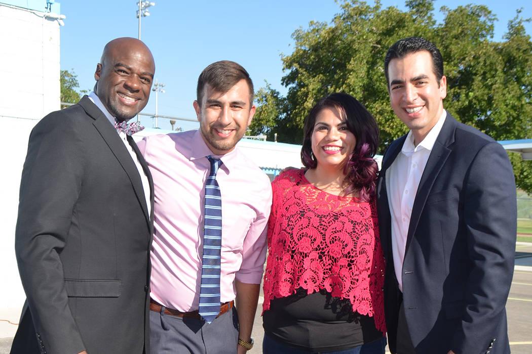 De izquierda, el senador Kelvin Atkinson, Michael Flores, Astrid Silva y el senador Rubén Kihuen durante un evento escolar. Foto de El Tiempo