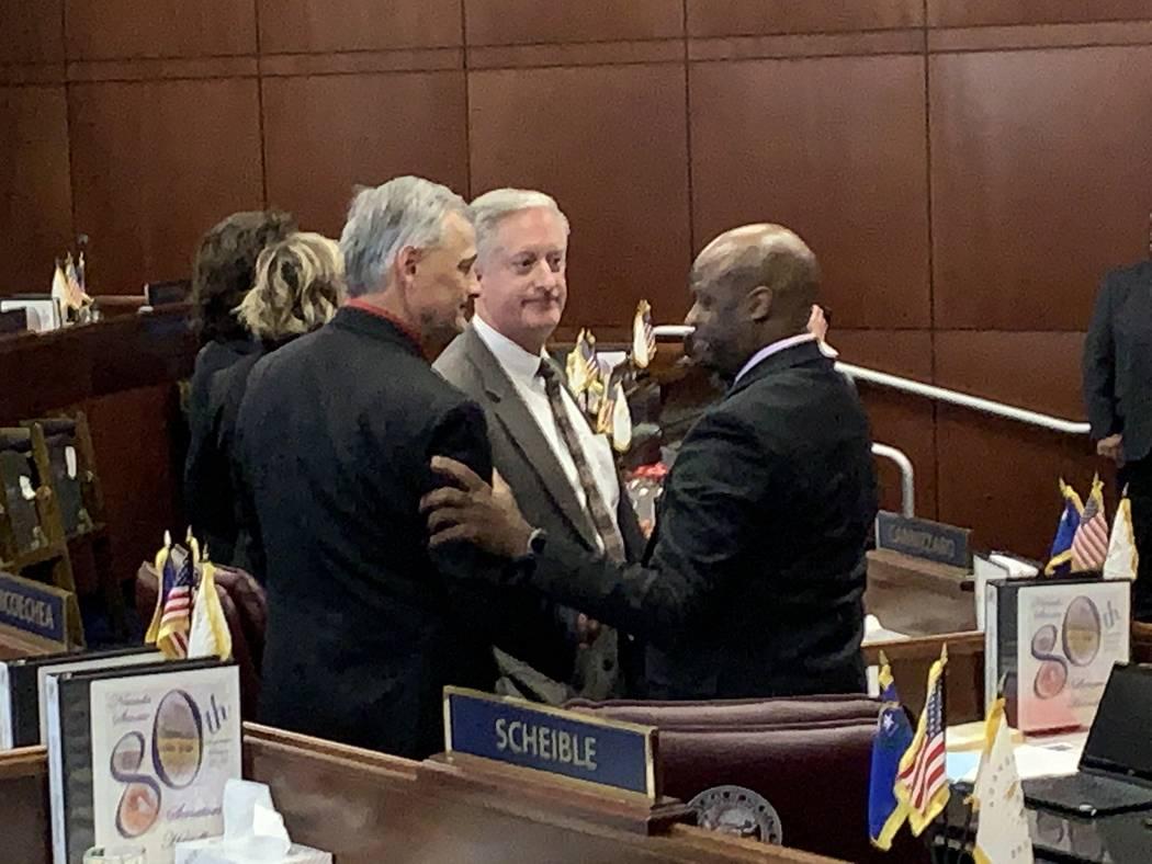 El senador Kelvin Atkinson, D-North Las Vegas, ve una presentación durante una reunión del Comité de Finanzas en el edificio legislativo en Carson City el 6 de febrero de 2019. (K.M. Cannon / L ...