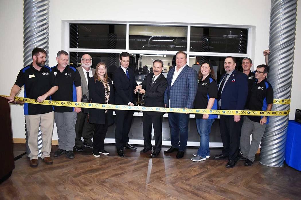 Se realizó una ceremonia de corte de listón para la inauguración del centro. Viernes 1 de marzo en el Centro de Alta Tecnología William & Dorothy Raggio localizado en Western High School. Foto ...