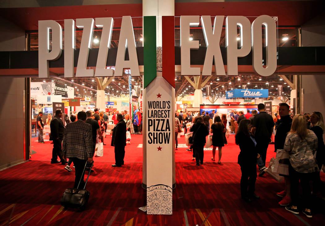 Congresistas en la Expo Internacional de Pizza en el Centro de Convenciones de Las Vegas el martes 5 de marzo de 2019. (K.M. Cannon / Las Vegas Review-Journal) @KMCannonPhoto