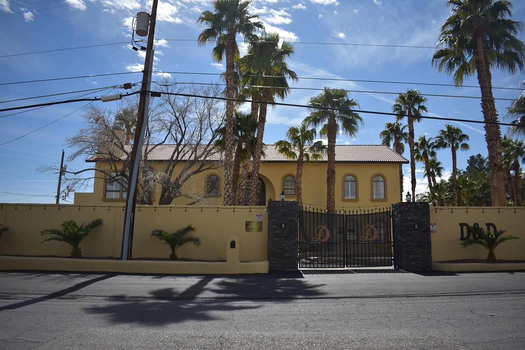 The Dreams and Desires Mansion en Spring Valley, listado para alquiler en totalmaxhomes.com ubicado en la cuadra 6000 de Darby Avenue. (Rachel Spacek / Las Vegas Review-Journal @RachelSpacek)