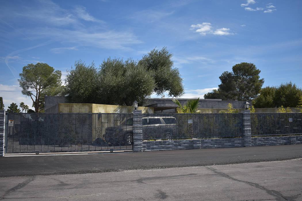 The Retreat of Revelation Mansion en Spring Valley, listado para alquiler en totalmaxhomes.com ubicado en el bloque 2000 de Red Rock Street. (Rachel Spacek / Las Vegas Review-Journal @RachelSpacek)