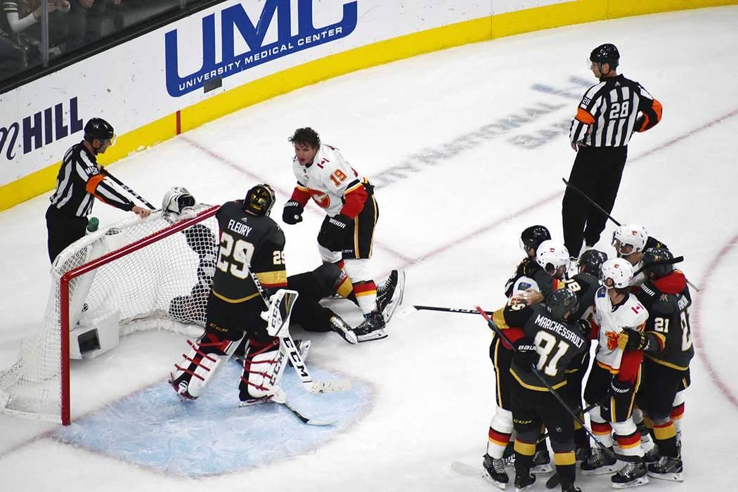 Vegas Golden Knights recuperaron el estilo de juego que los llevó a la final de la Copa Stanley la temporada pasada. Se impusieron a Calgary Flames 2-1. Miércoles 6 de marzo de 2019 en la arena ...