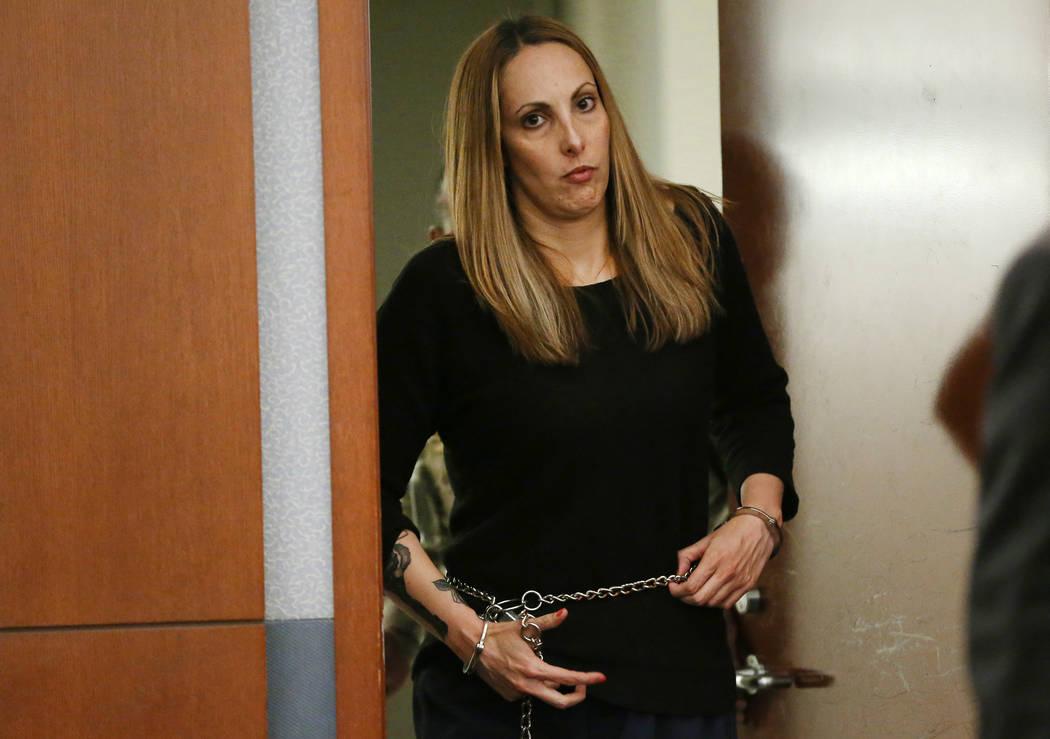 La abogada encarcelada, Alexis Plunkett, comparece ante el tribunal para una audiencia en el Centro de Justicia Regional de Las Vegas el miércoles 6 de marzo de 2019. (Erik Verduzco / Las Vegas R ...
