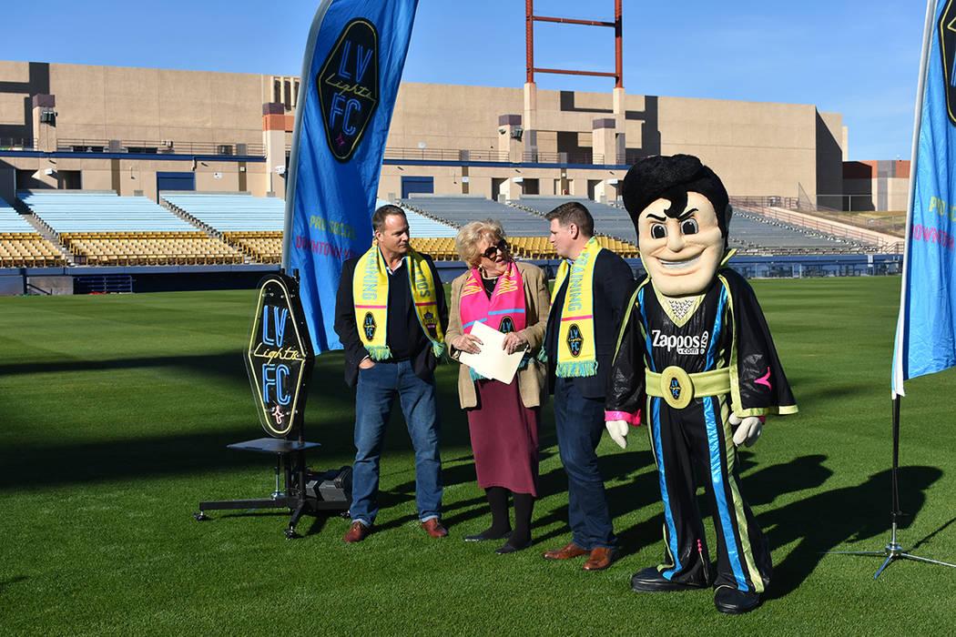 Carolyn Goodman, Brett Lashbrook, Eric Wynalda y 'Cash' se mostraron emocionados por que comience el segundo año de competencia para Las Vegas Lights F.C. Miércoles 12 de diciembre de 2018 e ...