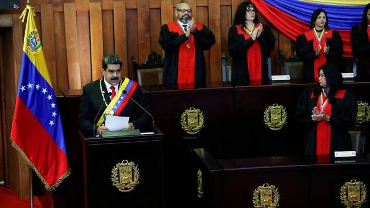 ARCHIVO. Caracas, 10 Ene 2019 (Notimex-Especial).- El presidente de Venezuela, Nicolás Maduro, prestó hoy juramento para un segundo mandato de seis años ante el Tribunal Supremo de Justicia, du ...