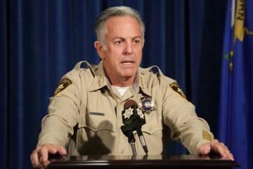 El sheriff Joe Lombardo responde a preguntas durante una conferencia de prensa para anunciar el lanzamiento del Informe de Investigación Criminal en la Misa de Disparos en Masa del 1 de octubre e ...