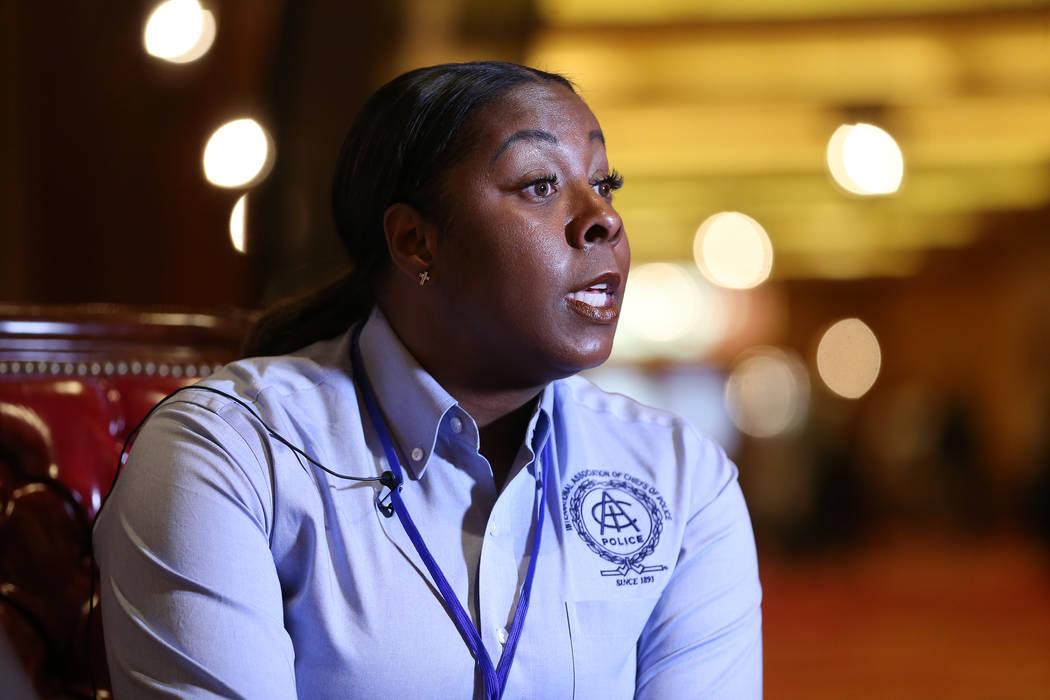 La jefe de la policía de Henderson, LaTesha Watson, es entrevistada en Southpoint en Las Vegas, el miércoles 7 de noviembre de 2018. (Erik Verduzco Las Vegas Review-Journal)
