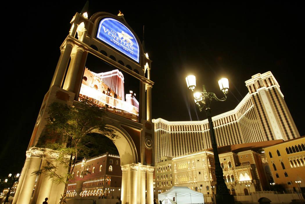 El Venetian Macao Resort Hotel se muestra en Macao. Los abogados del empresario de Hong Kong, Richard Suen y Las Vegas Sands Corp. no estuvieron de acuerdo el miércoles 13 de marzo de 2019 sobre ...