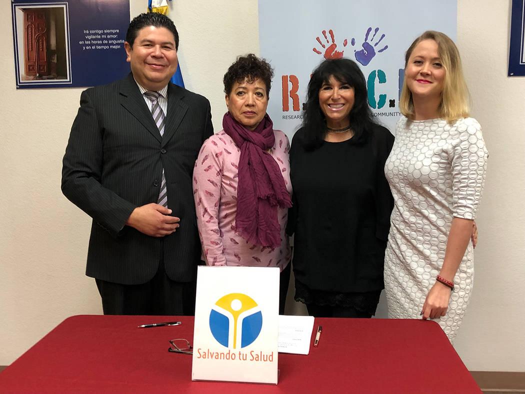 Cónsul Tirso Sermeño (izquierda), Zoraida Caldera, Janie Root y Rebeca Aceves, luego de firmar el acuerdo que abre una Ventanilla de Salud en el Consulado de El Salvador en LV. Lunes 11 de marzo ...