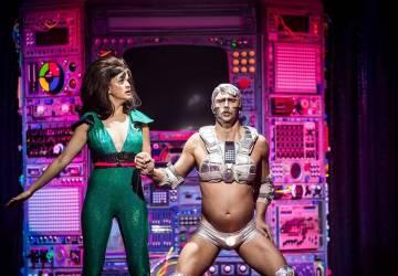 La teniente Harriet y Rob El Robot, en una escena del show Opium. Martes 12 marzo de 2019 en Th ...