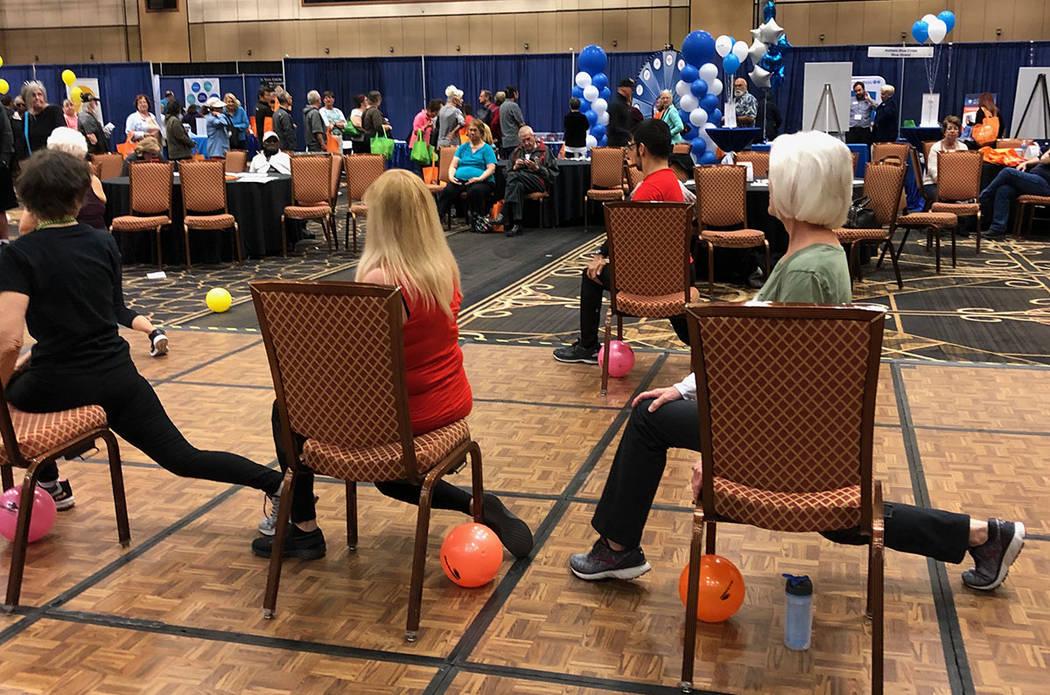 Demostración de ejercicios para gente mayor, en la Expo AgeWell. Sábado 16 de marzo de 2019 en el Hotel Río. Foto Valdemar González / El Tiempo - Contribuidor.