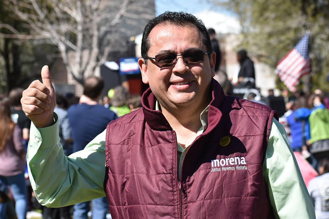 José Álvarez comparó la ideología del senador Bernie Sanders con las del presidente de México, Andrés Manuel López Obrador. Sábado 16 de marzo de 2019 en Morrell Park. Foto Anthony Avellan ...