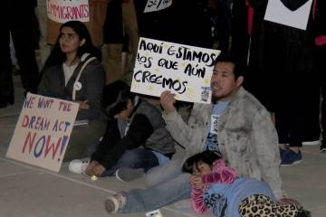 ARCHIVO.- Decenas de personas se manifestaron a favor del Dream Act y del TPS. Miércoles 6 de diciembre de 2017 en la Corte Federal de Las Vegas. | Foto Anthony Avellaneda / El Tiempo.