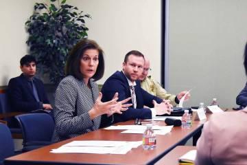 """La senadora Cortez Masto discutió su nueva legislación, la """"Ley de Interdicción para la Protección de Víctimas de Explotación y Trata de Personas"""", para ayudar a capacitar a los agentes ..."""