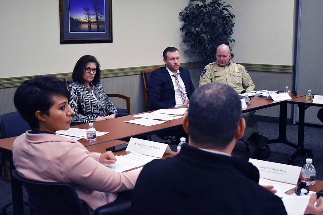 Cortez Masto convocó a una mesa redonda, sobre la aplicación de la ley sobre la prevención de la trata de niños y, posteriormente el mismo día, asistió a un almuerzo preparado por la Red de ...