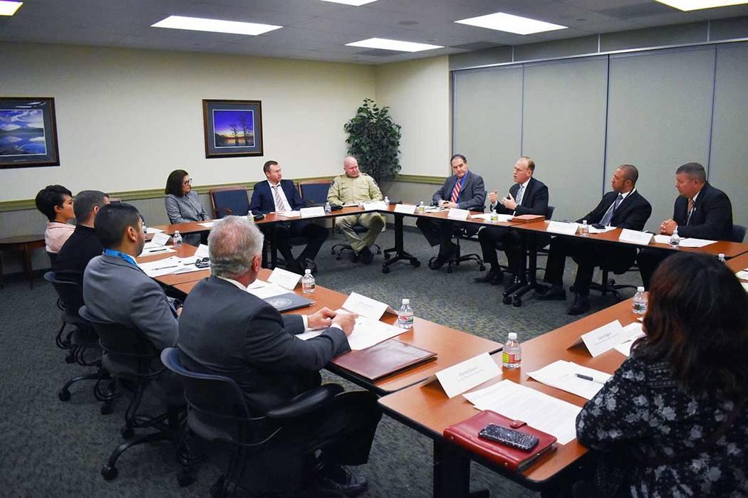 La Senadora Catherine Cortez Masto (D-Nev.), organizó una mesa redonda con profesionales de la ley que trabajan en casos de tráfico sexual infantil. En la foto Anthony Petrulli, de Las Vegas Met ...