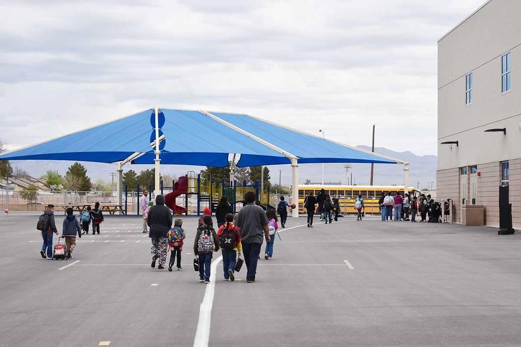 """Más de 50 escuelas del Distrito Escolar del Condado Clark, participaron en """"Nevada Moves Day ..."""