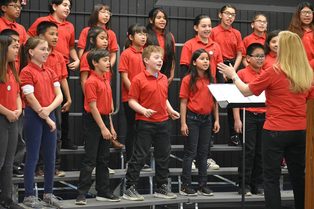 Los estudiantes de la escuela primaria Mabel Hoggard Math & Science Magnet interpretaron un número musical antes de la conferencia de prensa. Martes 19 de marzo de 2019 en la escuela Mabel Hoggar ...