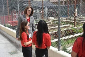 La senadora Cortez Masto recibió un recorrido por la escuela primaria Mabel Hoggard Math & Science Magnet, guiado por los estudiantes. Martes 19 de marzo de 2019 en la escuela Mabel Hoggard Math ...