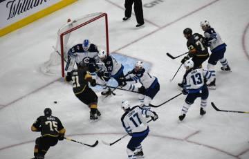 Vegas Golden Knights consiguió un importante triunfo ante Winnipeg Jets que les permite consolidarse en el tercer lugar de la División Pacífico. Jueves 21 de marzo de 2019 en T-Mobile Arena. Fo ...