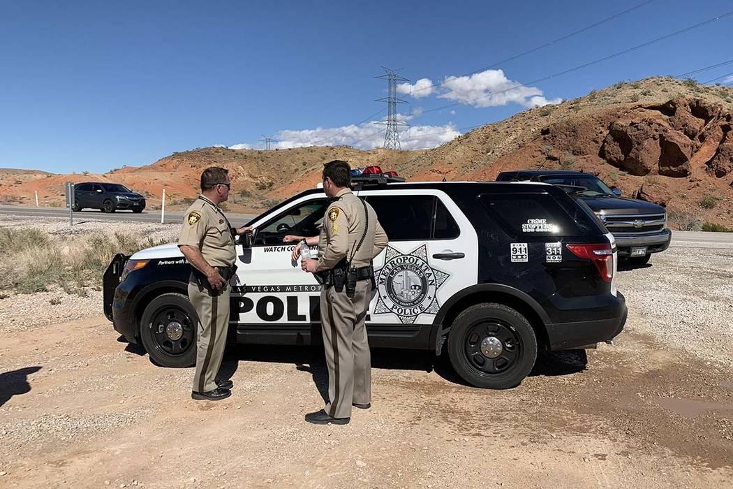 La policía de Las Vegas está investigando después de que una persona fue encontrada muerta en circunstancias sospechosas en el desierto cerca del Área de Recreación Nacional del Lago Mead, el ...