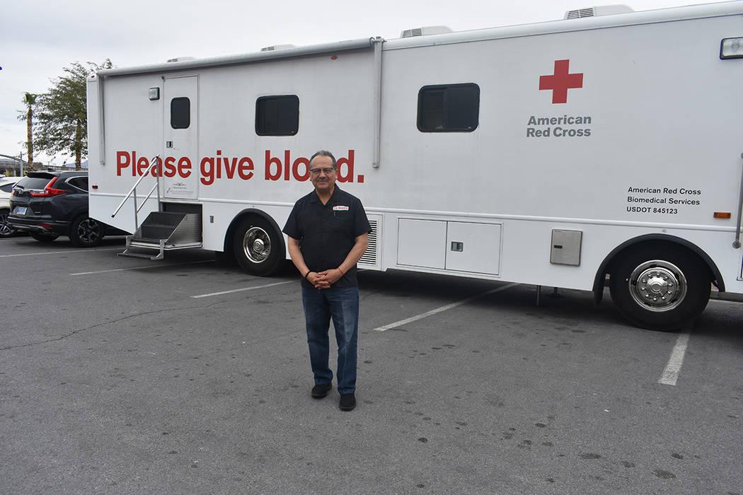 Víctor Flores, también conocido como 'Mr. Wow', acudió a La Bonita para donar sangre. Mi ...