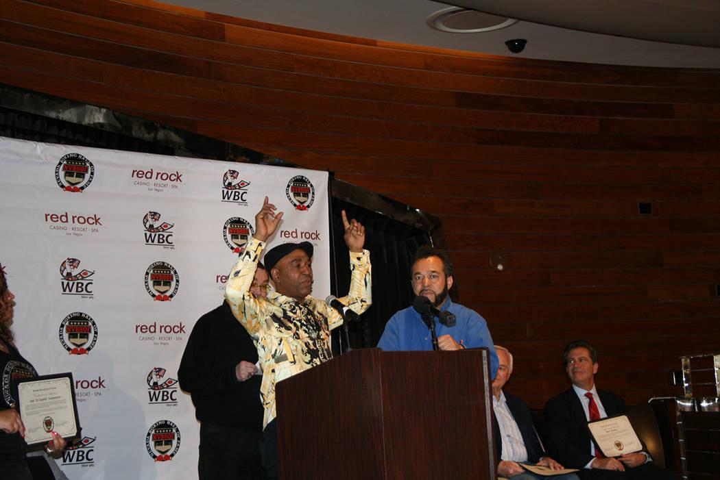 """Joel """"El Cepillo"""" Casamayor agradece su inducción al Salón de la Fama del Boxeo de Nevada ..."""