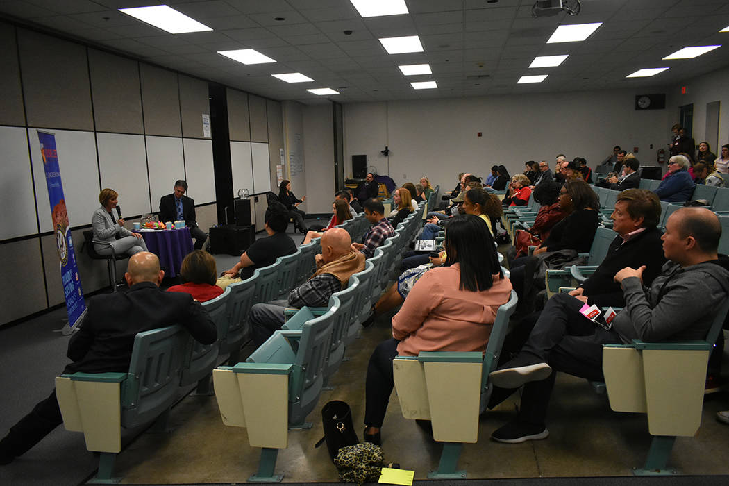 La congresista Susie Lee respondió preguntas del público e informó sobre las iniciativas de ley que ha apoyado. Miércoles 20 de marzo de 2019 en la escuela preparatoria Silverado. Foto Anthony ...