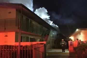 El Departamento de Bomberos de Las Vegas respondió a un incendio en la madrugada el lunes 25 de marzo de 2019 en un complejo de apartamentos en 2717 Kings Way, cerca de Valley View y Sahara. (Dep ...