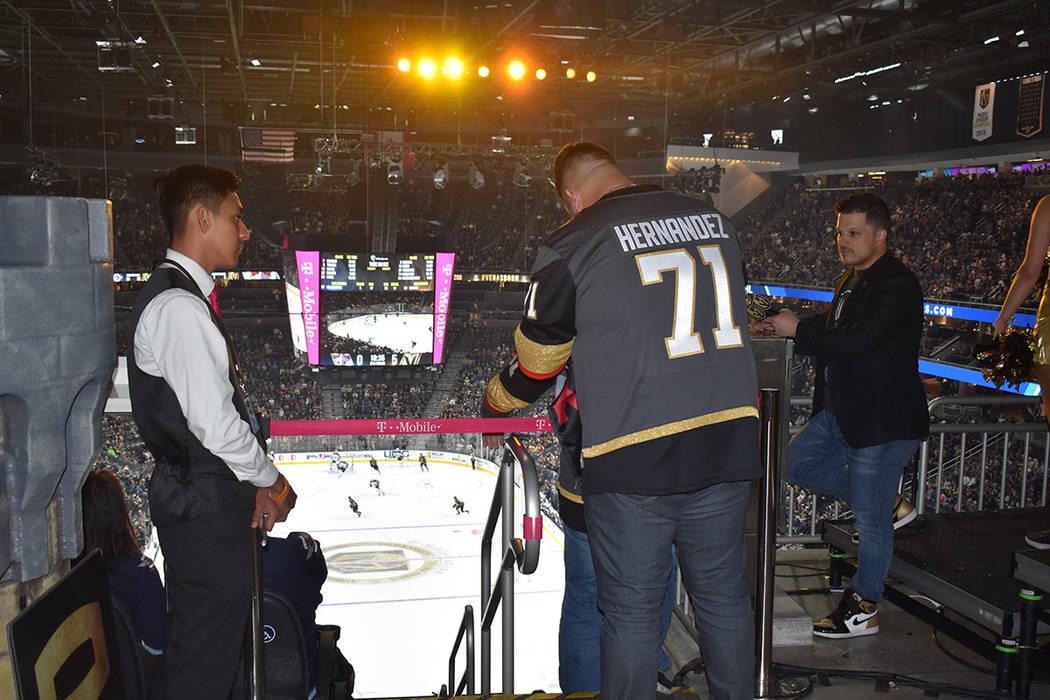 """Vegas Golden Knights """"blanqueó"""" a Winnipeg Jets, con un contundente marcador de 5 goles contra cero. El público salió contento de la arena. Jueves 21 de marzo de 2019 en la arena T-Mobile. ..."""
