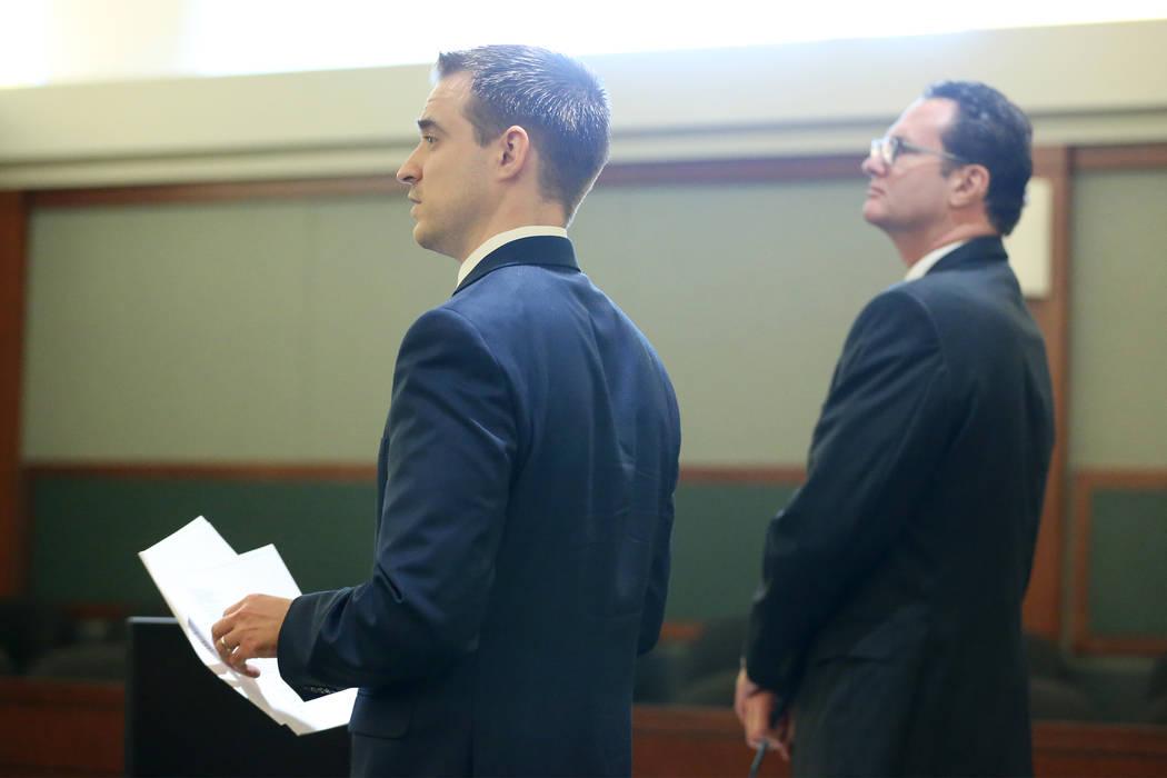 Los abogados Colin Esgro, izquierda, y James Morgan, en representación del ex senador Harry Reid, durante una actualización del caso en el Centro Regional de Justicia en Las Vegas el 20 de febre ...