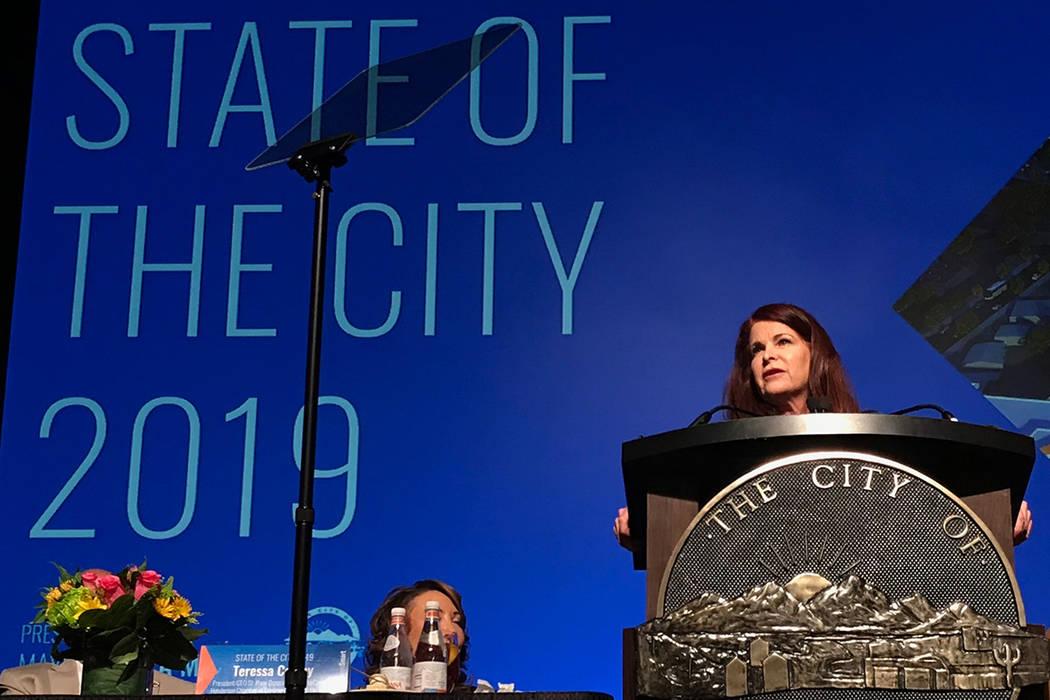 La alcaldesa de Henderson, Debra March, se dirige a una audiencia de casi mil personas durante el discurso anual del Estado de la Ciudad el martes 22 de enero de 2019 en Green Valley Ranch. (Blake ...