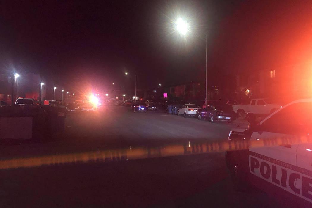 La policía de Las Vegas investiga un tiroteo mortal en la cuadra 600 de la calle 12, cerca de ...