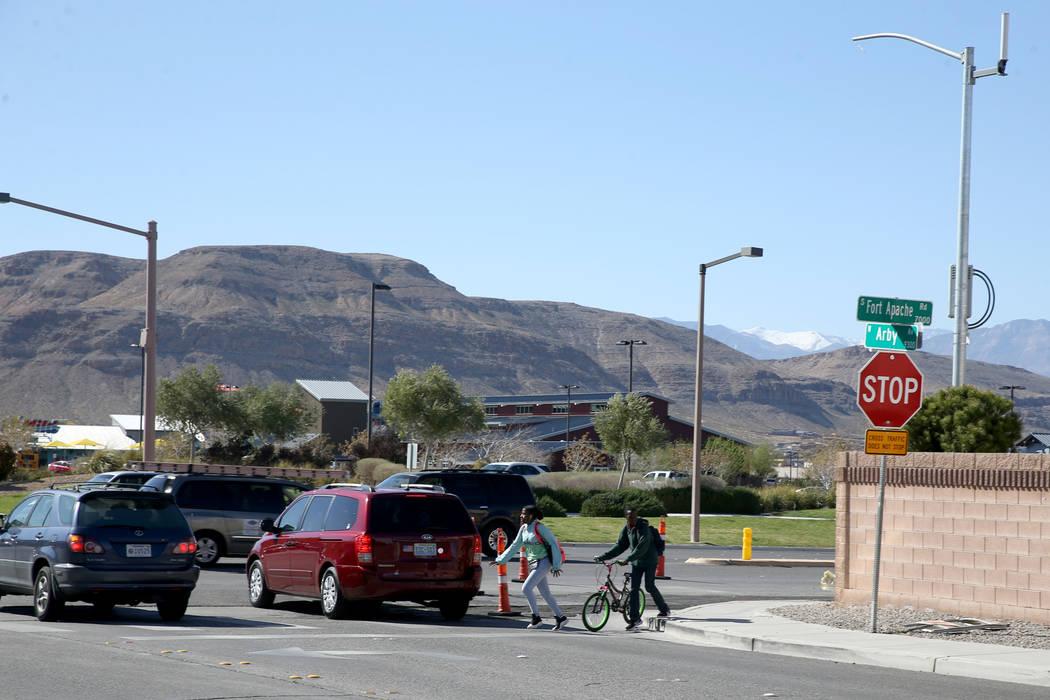 La intersección de South Fort Apache Road y West Arby Avenue en Faiss Park el miércoles 27 de ...