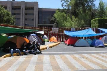 ARCHIVO. México, 27 Mar 2019 (Notimex-Óscar Ramírez).- Los maestros colocaron sus casas de c ...
