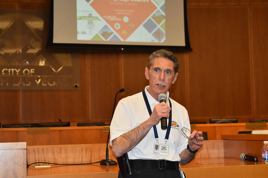 Richard Cherchio, concejal por el Distrito 4 del Ayuntamiento municipal de North Las Vegas acud ...
