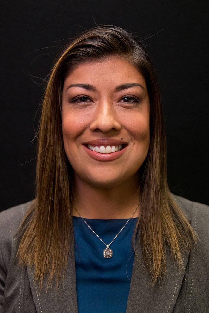 Lucy Flores es fotografiada en las oficinas del Las Vegas Review-Journal el lunes 25 de abril d ...