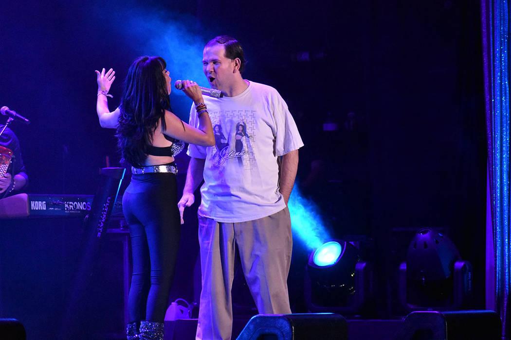 Durante todo el concierto, Karla Pérez interactuó con sus seguidores. Sábado 30 de marzo de ...