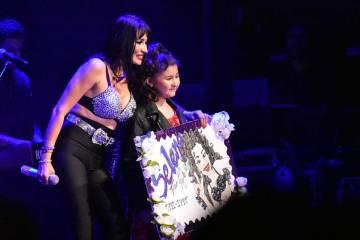 La niña Valentina obsequió a Karla Pérez un collage donde le expresaba su gratitud por mante ...
