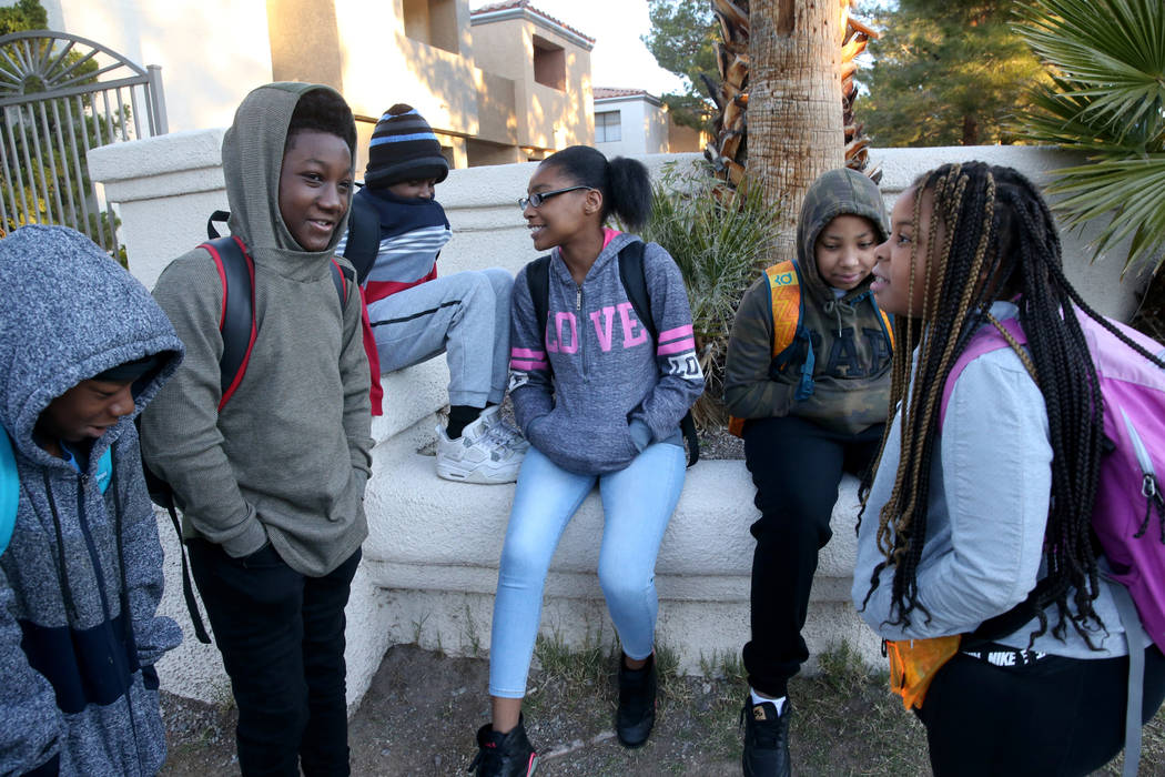 Los estudiantes, de izquierda a derecha, Taejon Brown, 11, Nicholas Jackson, 12, Detrik Gordon, ...